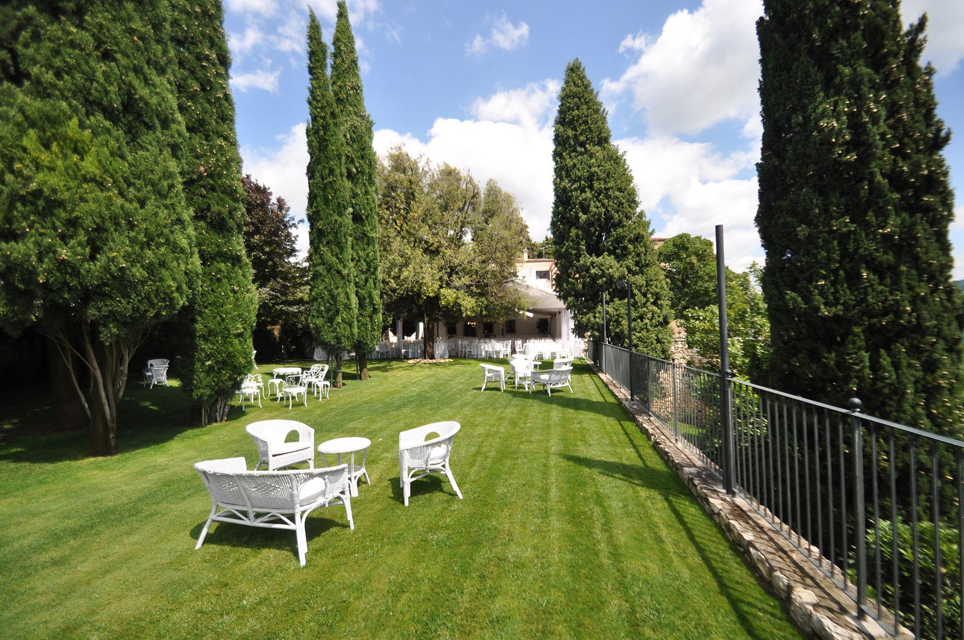 Salotti Allaperto : I giardini e i salotti esterni masseria mazzei le colline