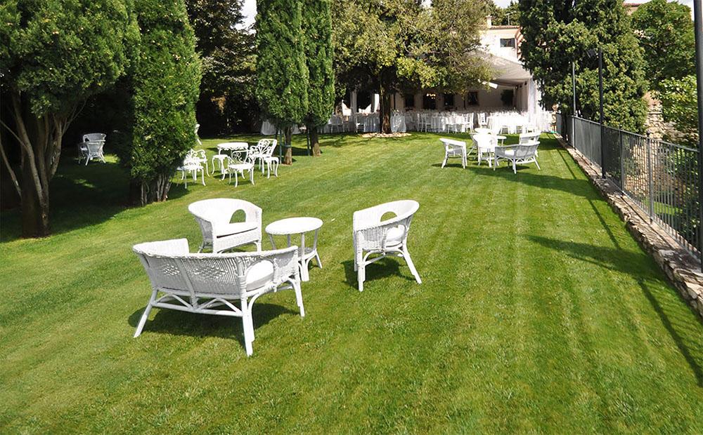 Ferraro allestimenti outlet sedie e salotti usati da esterno ora in offertaferraro - Salotti da giardino economici ...
